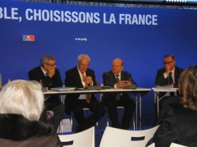 Le nouveau Bureau du Club Nouveau Siècle : Christian Bigaut (à gauche), Bernard Reygrobellet, Président, Jean-Philippe Biron, Trésorier et Damien Meslot, Député du Territoire de Belfort (à droite)